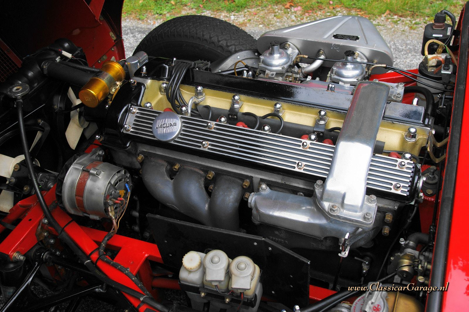 jaguar_e_type_42_roadster_engine