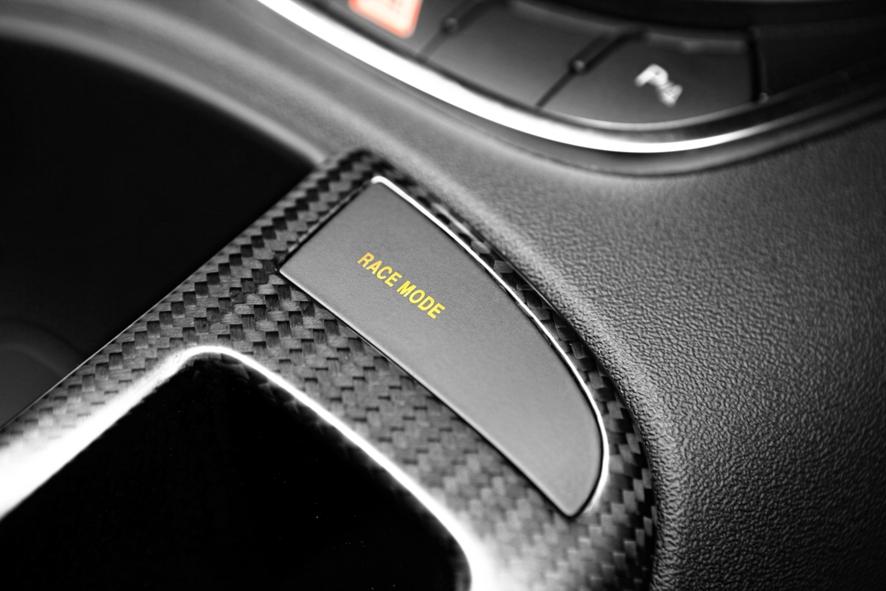 2011-Audi-R8-GT-Race-Mode-indicator