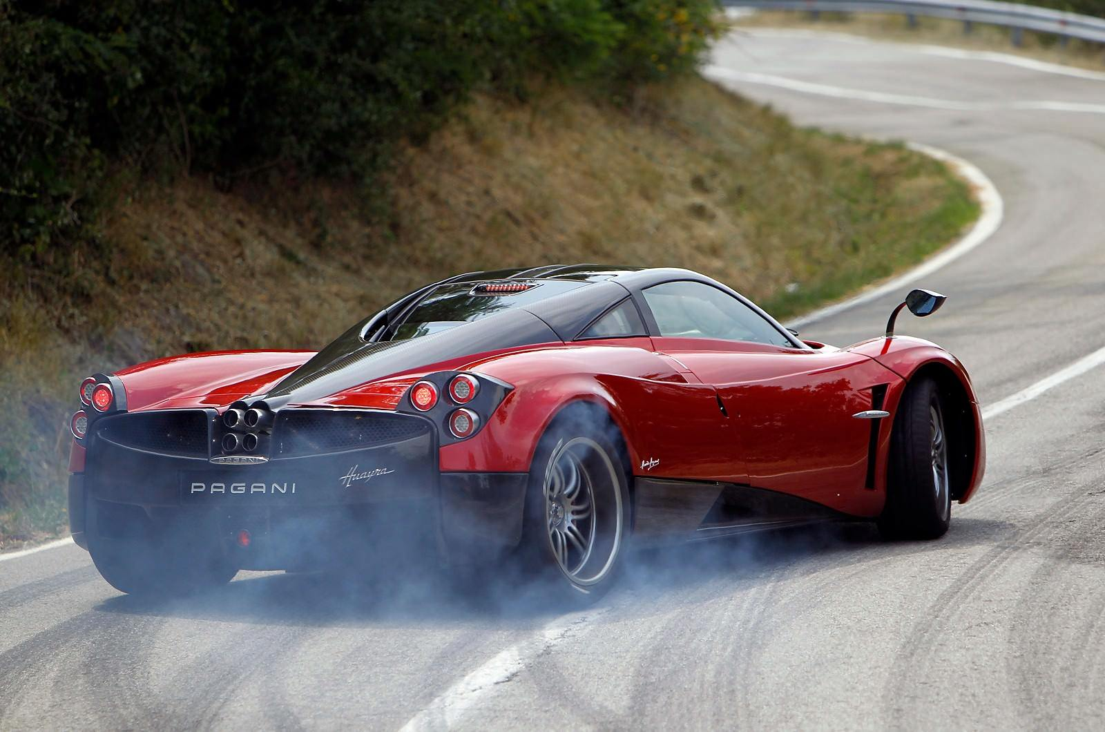 29-epic-red-pagani-huayra-drifting