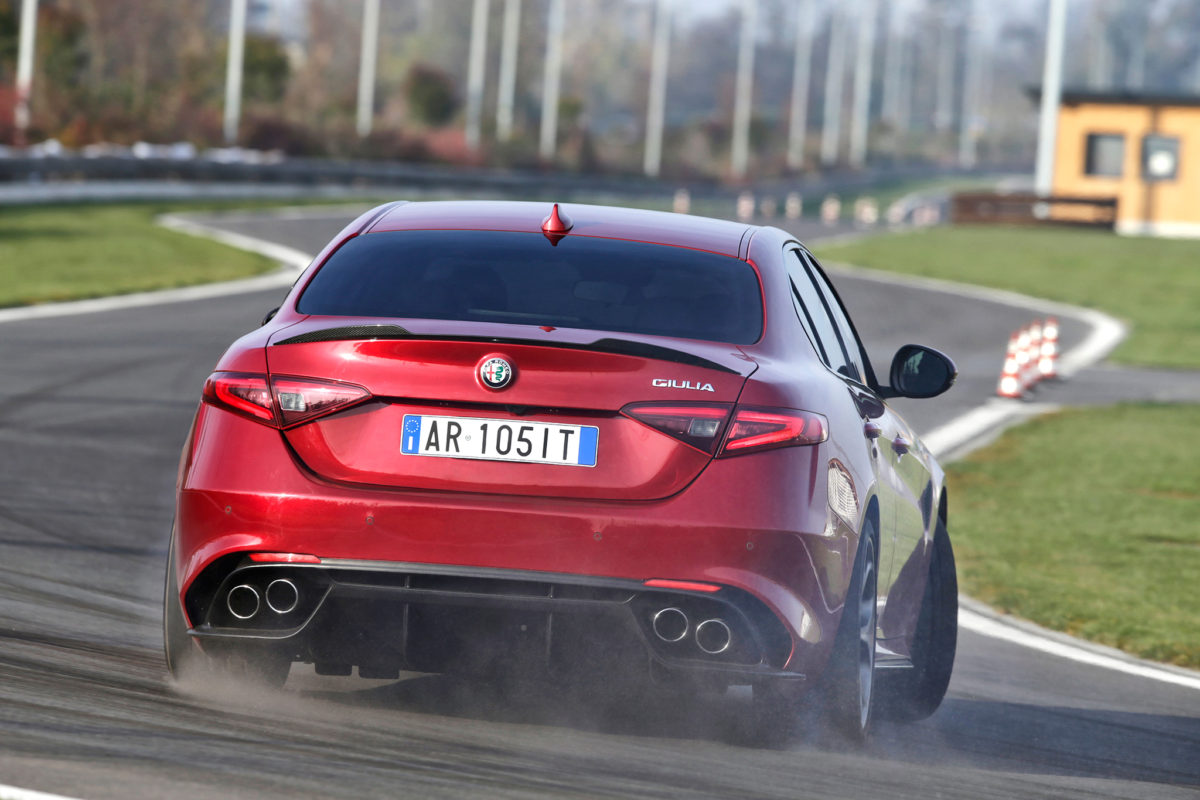 2017-alfa-romeo-giulia-front-view-in-motion-02